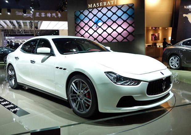 Čína zakáže vojenské poznávací značky na luxusních soukromých autech