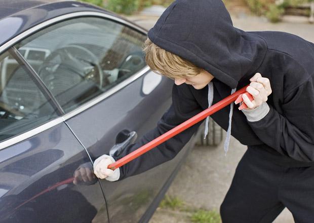 Krádeže aut v ČR klesají, organizované gangy však řádí dál