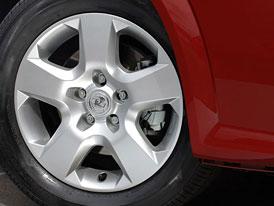 Opel: lit� kola s v�m�nn�mi kryty