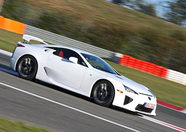 Lexus LFA: Kupte si raritní sporťák s technikou F1, jenž oslnil i skeptického Clarksona
