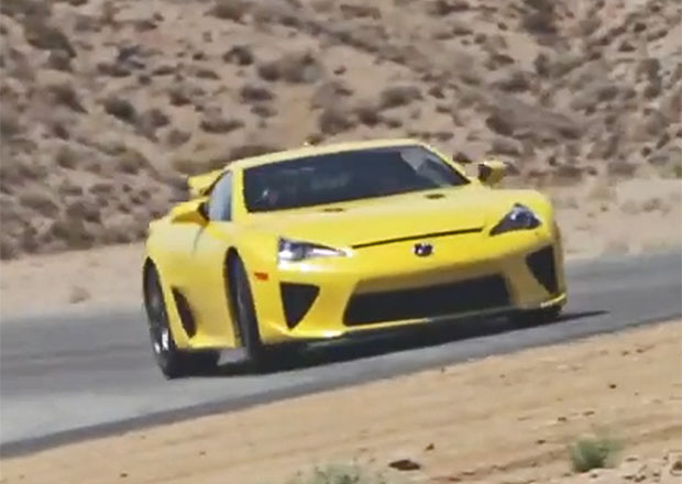 Hv�zda s�rie Rychle a Zb�sile Paul Walker proh�n�l Lexus LFA