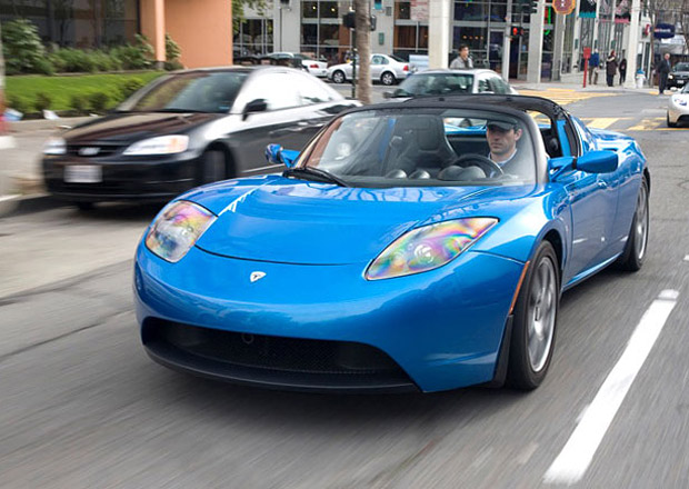 Tesla postav� konkurenci Nissanu Leaf. Bude ale lep��
