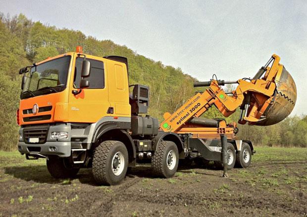Tatra Phoenix s nástavbou pro přesazování stromů