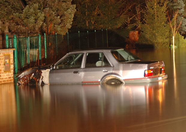 Povodněmi poškozená auta z Česka míří na Ukrajinu