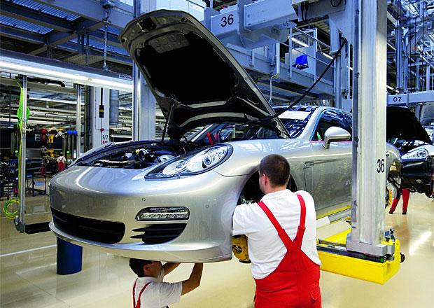 Porsche zastavilo výrobu kvůli povodním, má nedostatek dílů