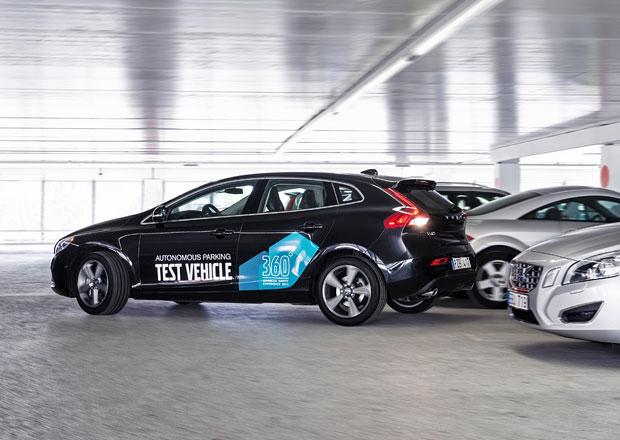 Volvo um� zaparkovat bez �idi�e na palub� (video)