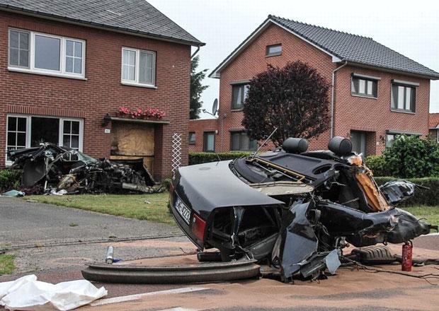 Polský řidič rozpůlil své Audi S8... a přežil