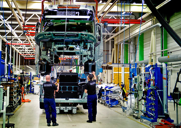 Volvo Trucks: Jak se vyrábí moderní nákladní vozidlo (video)