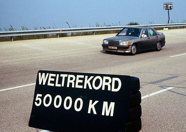 Mercedes-Benz 190 E zajel před 30 lety rekord na 50 tisíc kilometrů