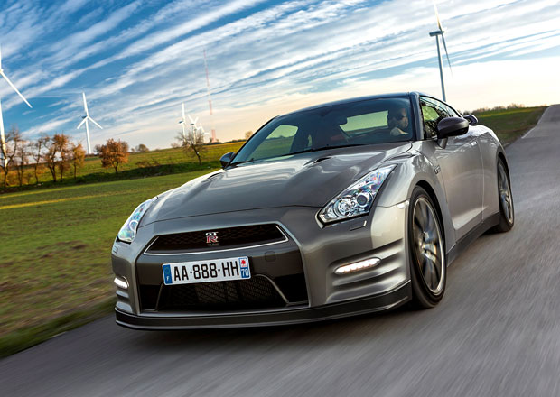 Nový Nissan GT-R (pardon, R-Hybrid) potvrzen už na konec roku 2015