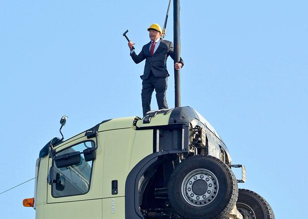 Prezident Volvo Trucks si zahrál na kaskadéra (Video)