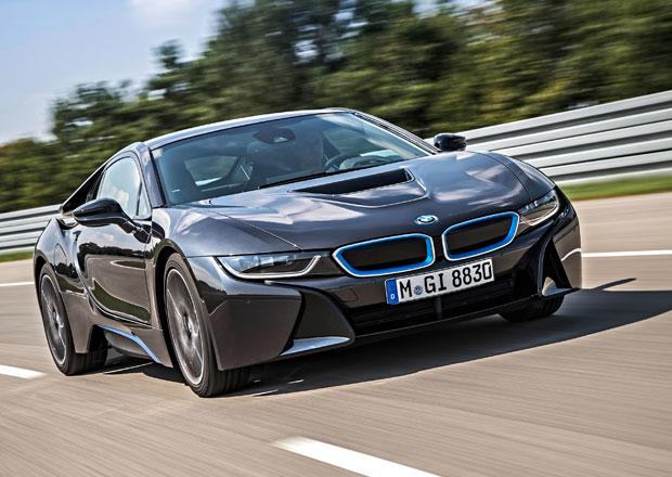 BMW i8 v produkčním provedení nastupuje (video)