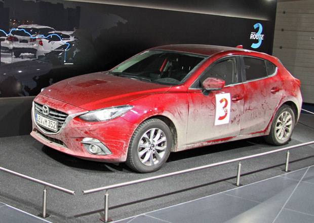 Mazda 3, kter� do Frankfurtu p�ijela z Hiro�imy: Prvn� dojmy