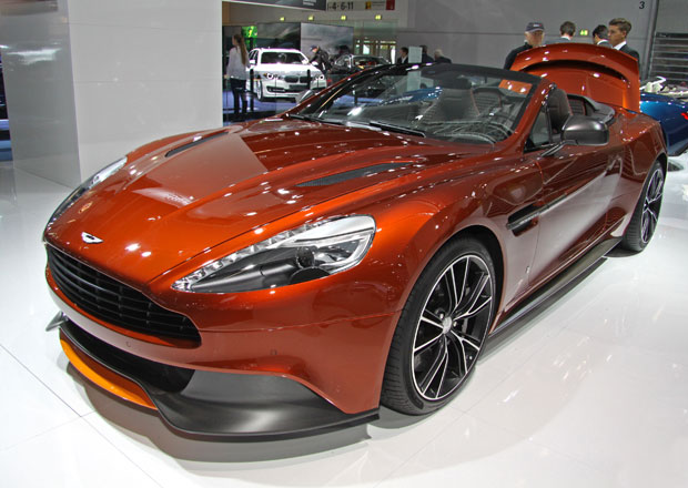 Aston Martin ve Frankfurtu: Demonstrace výkonu a tradice