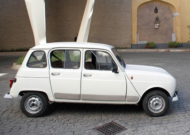 Papež František: 30 let starý Renault 4 místo papamobilu