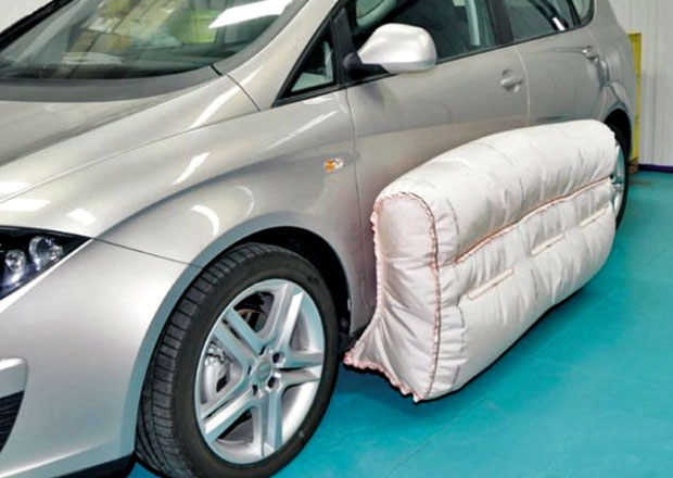 Externí airbagy tu budou do šesti let