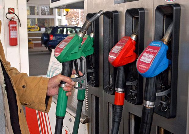 Ceny paliv u nás klesly o více než padesát haléřů, pokles bude pokračovat