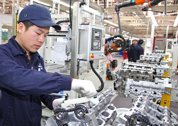 Mercedes-Benz otevřel v Pekingu novou motorárnu