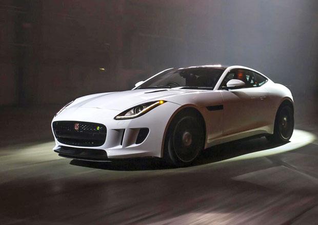 Foto: 550koňový Jaguar F-Type R mezi hollywoodskými hvězdami
