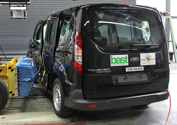 Euro NCAP 2013: Ford Tourneo Connect � P�t hv�zd pro dvoj�e Transitu Connect