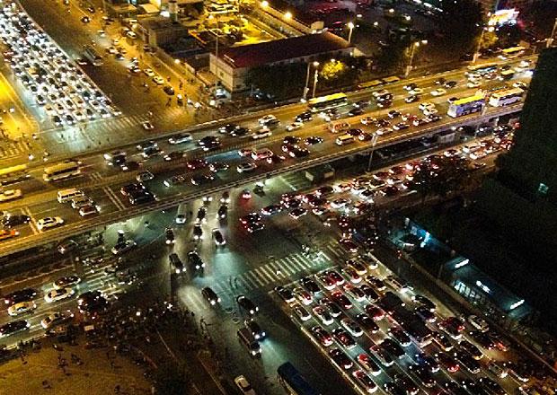Peking omezí vydávání registračních značek a tím i počty nových aut