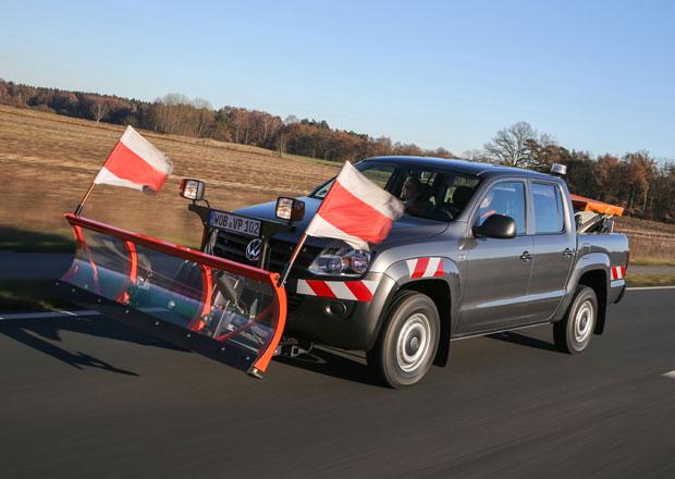 Volkswagen Amarok s radlicí a sypačem pro zimní kalamity