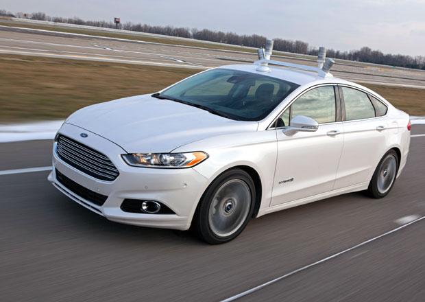 Ford testuje Mondeo, které umí samo řídit (video)