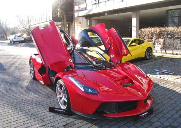 První ojeté Ferrari LaFerrari je na prodej za 65 milionů korun