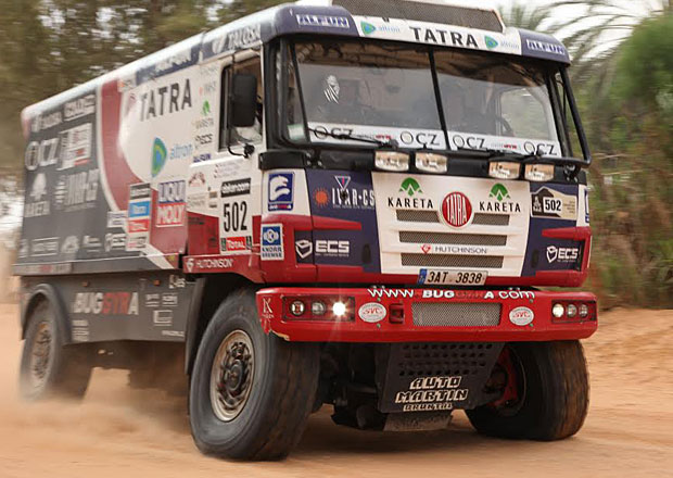 Dakar 2015: Utkání koncept Tatra (kyvné polonápravy) versus Liaz (pevné nápravy)