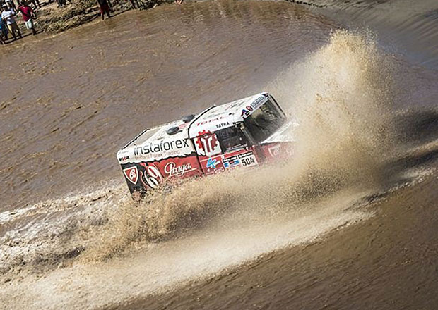 Dakar 2014: 6. etapa - Duclos včele motorek, Peterhansel má rekord