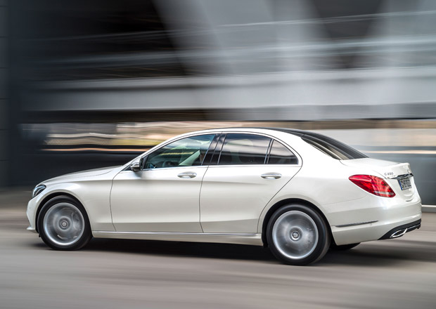 Mercedes třídy C odhaluje nové verze: Čtyřválcové C 300 a šestiválec C 400