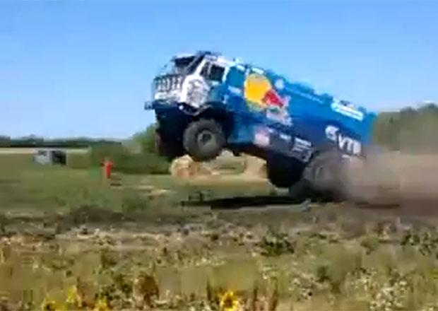Video: Neuvěřitelný létající Kamaz