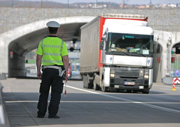 Policie na Slovensku pokutuje jízdu ve středním pruhu