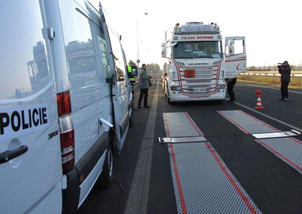 Policisté z Pardubického kraje začali vážit kamiony