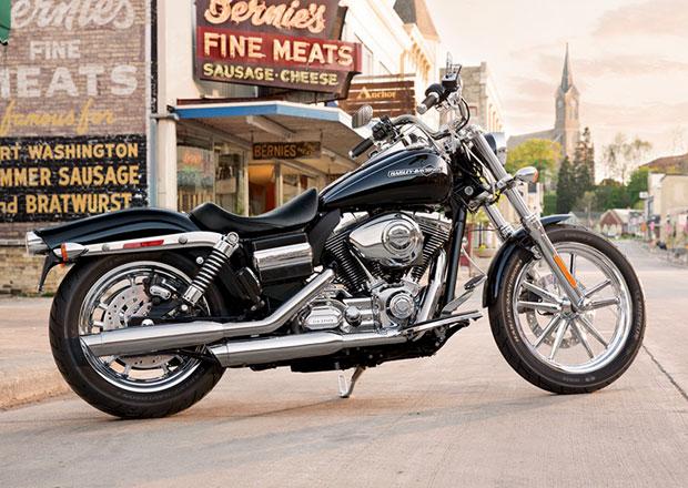 Pape��v Harley-Davidson se v aukci prodal za 6,6 milionu korun