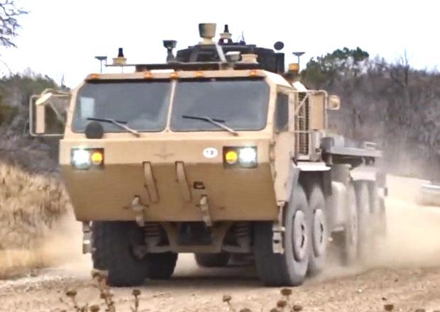 N�kladn� vozidla americk� arm�dy um� jezdit bez �idi�e (video)