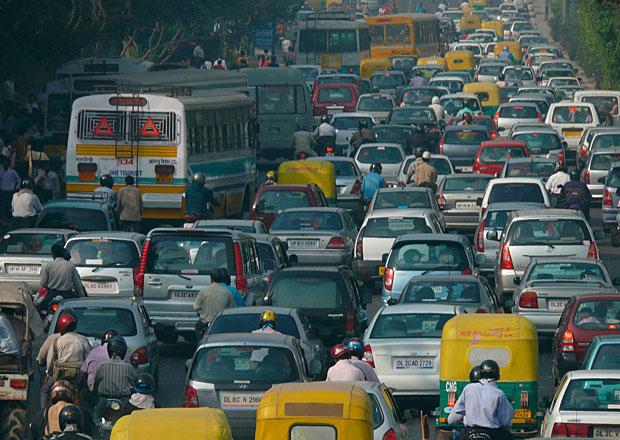 Indie sníží nepřímé daně na auta, před volbami chce podpořit růst