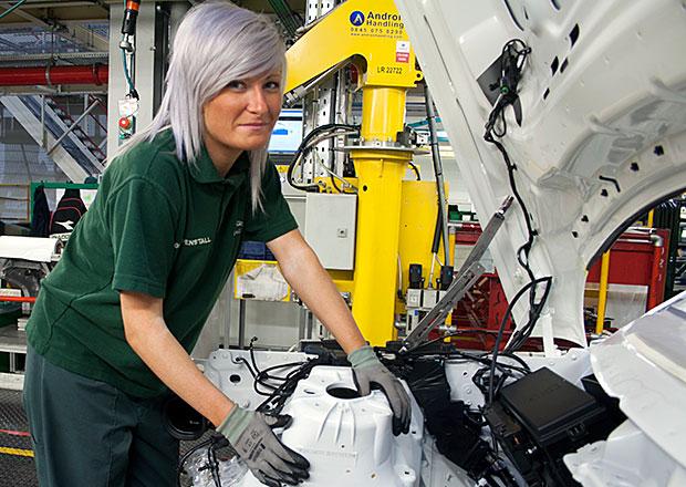 Jaguar Land Rover nabírá 1700 zaměstnanců, kvůli růstu výroby