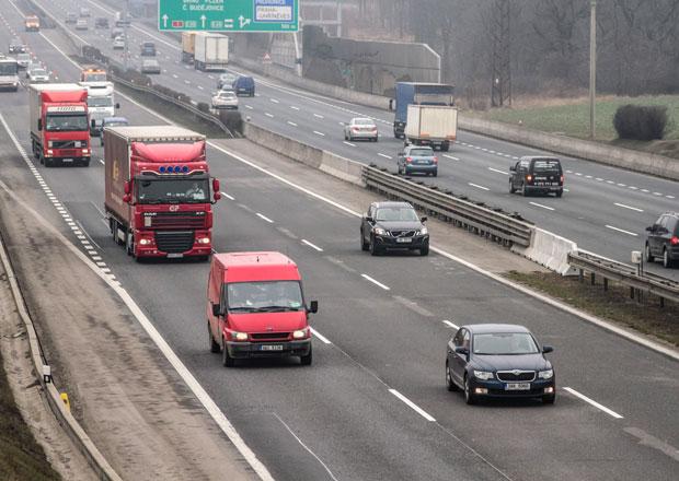 Prezident Zeman nepodpoří zvýšení rychlosti na dálnicích