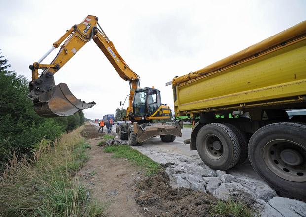 Výstavba padesáti kilometrů nových silnic a dálnic bude stát devět miliard
