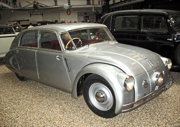 Tatra 77 (1934-1938): Aerodynamick� senzace slav� osmdes�tiny