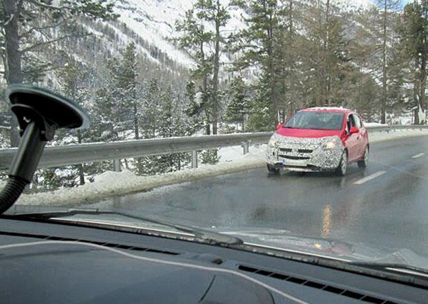 Opel testuje novou Corsu, prodávat se začne letos