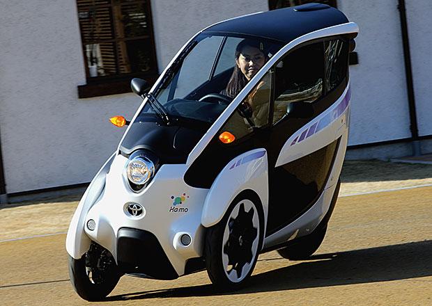 Toyota začíná testovat futuristickou tříkolku i-Road, zamíří s ní i do Evropy (+video)