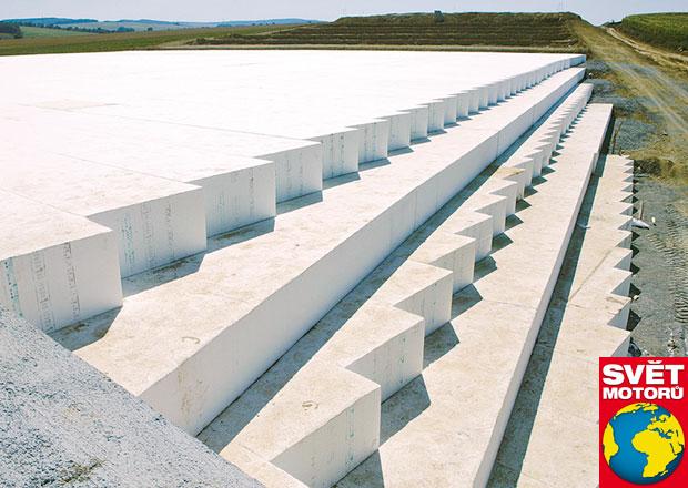 Dálnice z polystyrenu: Staví se stejně jako pontonový most