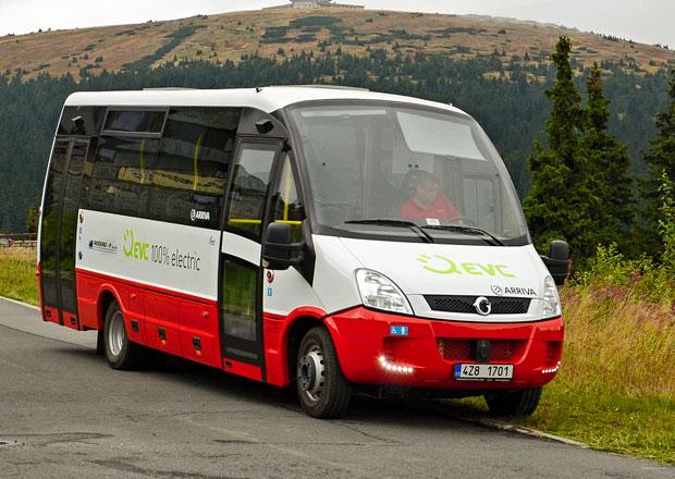 Elektrický midibus EVC First Electric testován v Kolíně