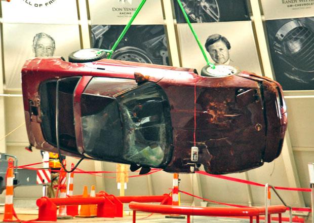 National Corvette Museum vytáhlo poslední auto z podzemí (6x video)