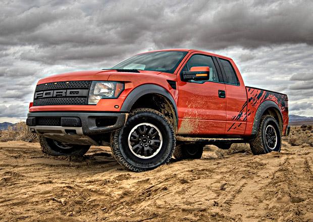 �tvrtletn� zisk automobilky Ford klesl o dv� p�tiny