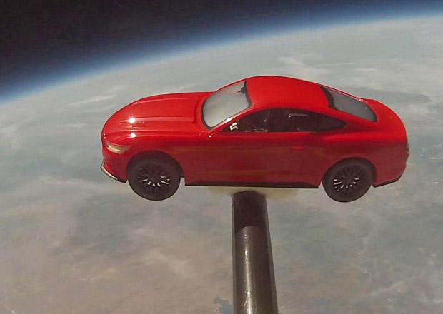 Model nového Mustangu byl vynesen do vesmíru (+ video)