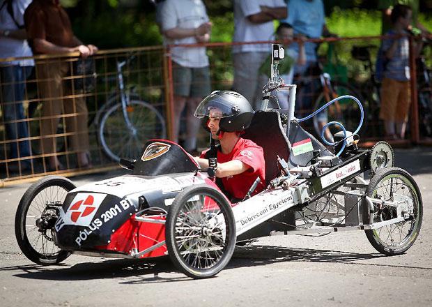 Studenti zkonstruovali auto na vzduch, vyrazili s ním na závody