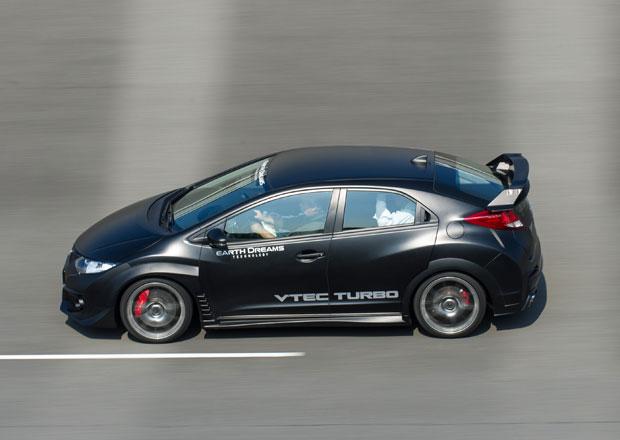Honda Civic Type R se testuje proti Mercedesu A 45 AMG